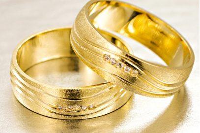 Fuja do óbvio com as alianças em ouro foscas